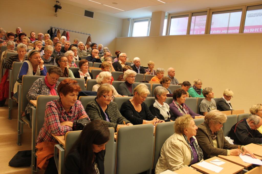 Publiczność debaty stanowiło kilkadziesiąt osób, m.in. słuchacze UTW w Wieliczcze
