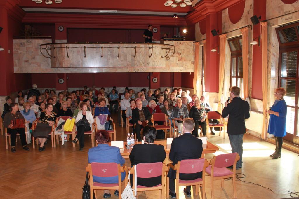 Publiczność debaty stanowiło kilkadziesiąt osób, m.in. słuchacze UTW w Nowym Sączu